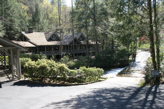 The Lodge at Smithgall Woods: The main lodge where we ate our meals