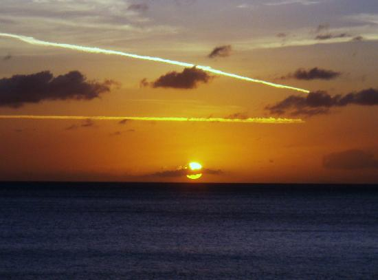 3 Martini Beach Bar Restaurant and Apartments: Sunset from Balcony