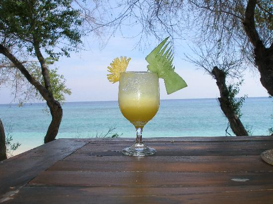 Alam Gili: Breakfast on the beach