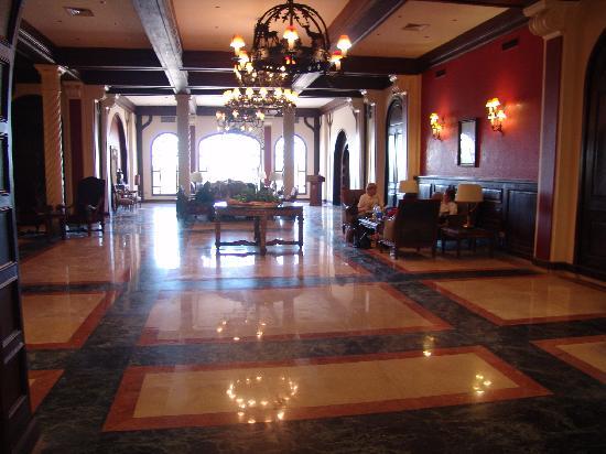 Helnan Auberge Fayoum: Hotel lobby - wifi enabled