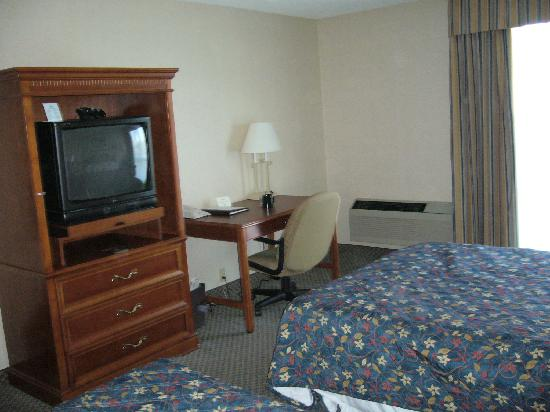 Wyndham Visalia: TV and air condition