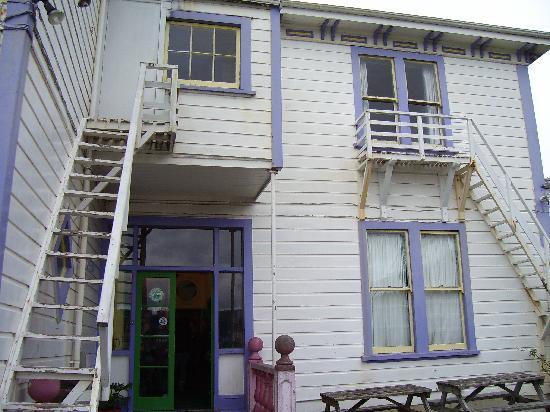 Rowena's Lodge : front of lodge