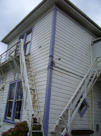 Rowena's Lodge : amazing fire escapes