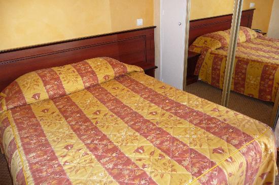 Hotel du Square d'Anvers: Doppelbett