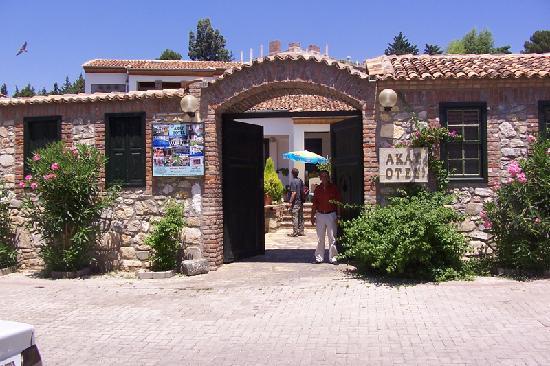 Hotel Akay: Front of Akay Hotel