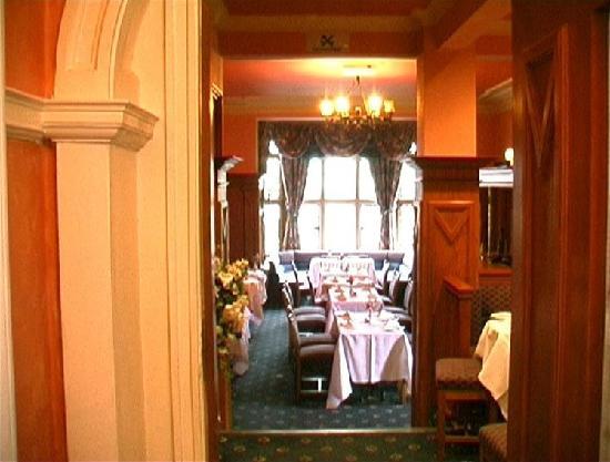 Dalmeny Park Country House Hotel: breakfast/dinner