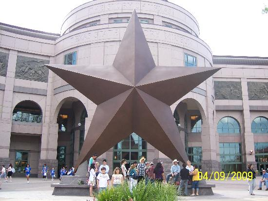 Bullock Texas State History Museum: Front of mueum