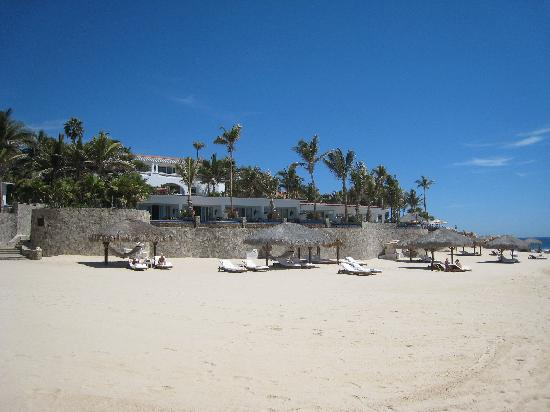 One & Only Palmilla: Non-swimmable beach