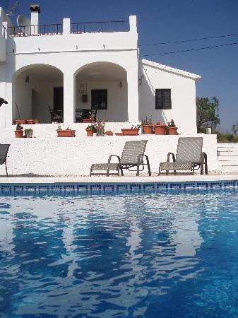Casa Colina: View of the sun terrace and pool