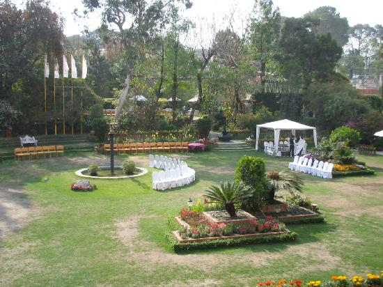 Shangri-La Hotel Kathmandu: The famous garden, preparing for a party