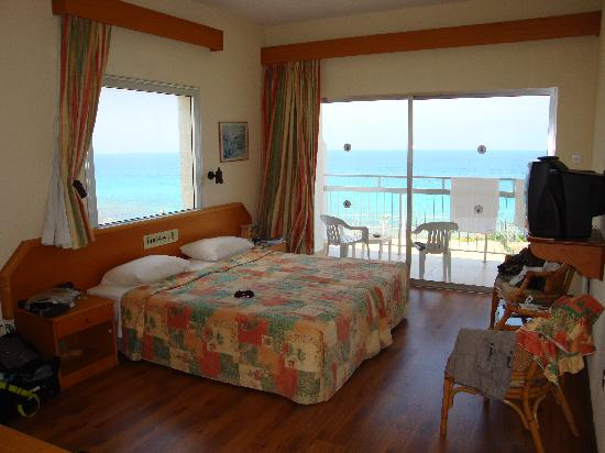 Pernera Beach Hotel: Sea view room with dual aspect