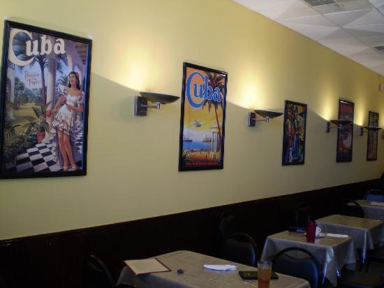 Mambo Grill: Nice casual inside