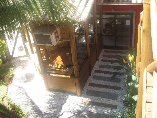 Pousada Ganesh: Vista desde habitación del Comedor y Sushi Bar posada Ganesh-Bombinhas