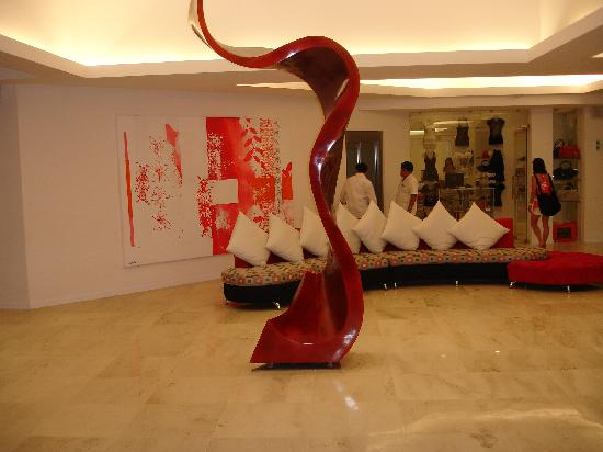 In Fashion Hotel & Spa: hotel lobby