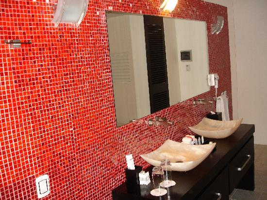 In Fashion Hotel & Spa: bathroom in hotel room