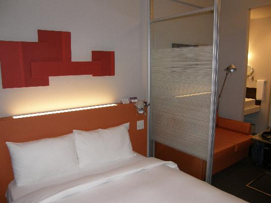 Citadines Shinjuku Tokyo: A view of the bed in the room