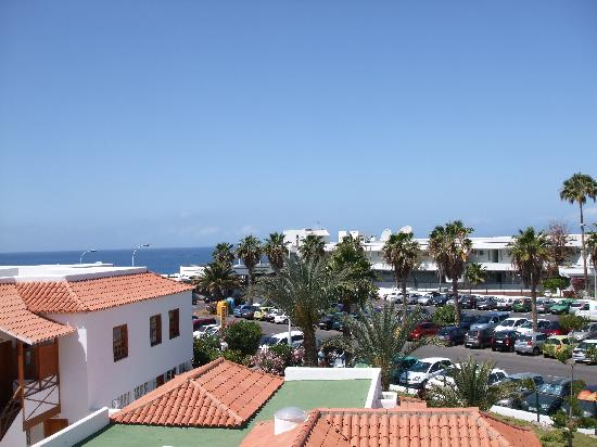 Club El Beril Tenerife: View from Pool across to The Altamira