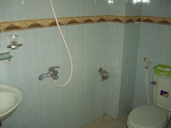 Impression Hotel: Bathroom