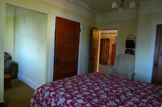 Sonoma Hotel: The bedroom area again