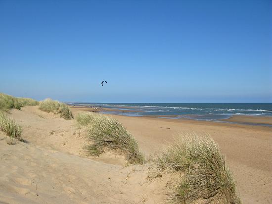 Balmedie Beach: ...A sunny Sunday afternoon - Easter hols.