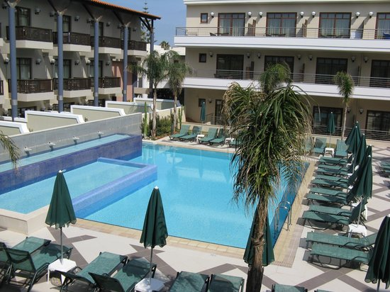 Porto Platanias Beach Resort & Spa: Another swimming pool