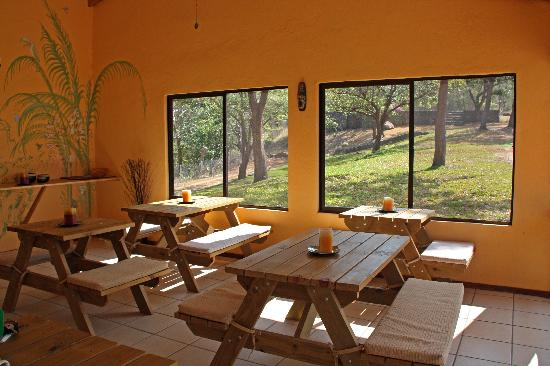 El Sol Verde Lodge & Campground: Inside of the eating area