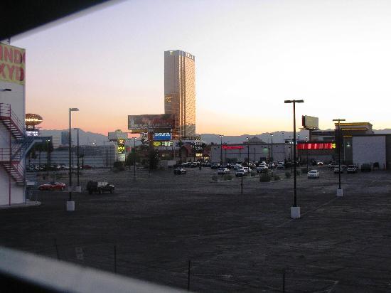 Siegel Suites Select Convention Center: Blick aus dem Erschließungsflur nach Westen (Gitterfenster)