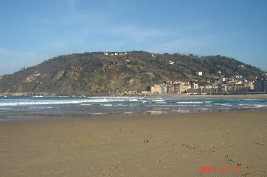 Esmeralda Beach Hotel: Vista de la Playa detras del Hotel