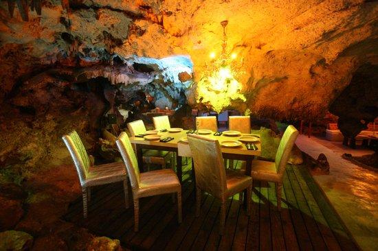 Alux Caverna Restaurant Lounge