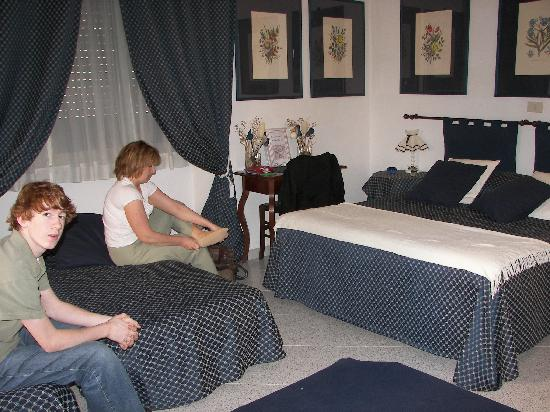 A Casa di Serena a San Pietro : our room