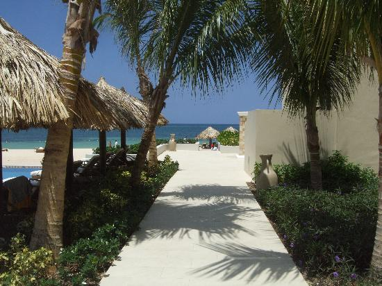 Iberostar Grand Hotel Rose Hall: Grand entrance to beach
