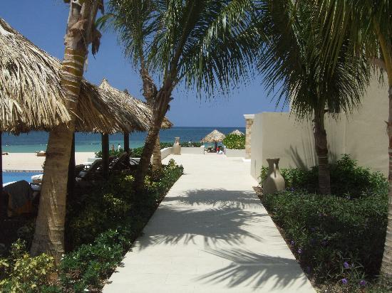 Iberostar Grand Rose Hall: Grand entrance to beach