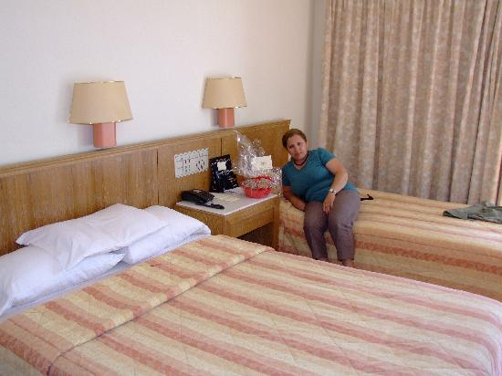 Kydon, The Heart City Hotel : Easter Basket in Kydon bedroom