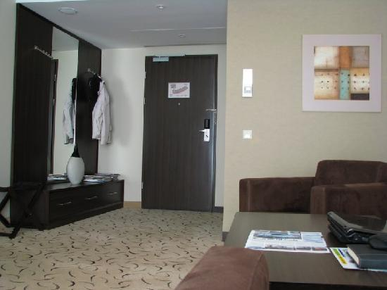 Holiday Inn Warsaw - Jozefow : Executive Suite entrance