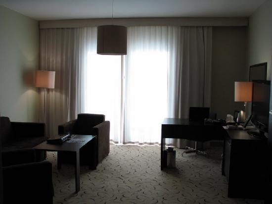 Holiday Inn Warsaw - Jozefow: Executive Suite living room