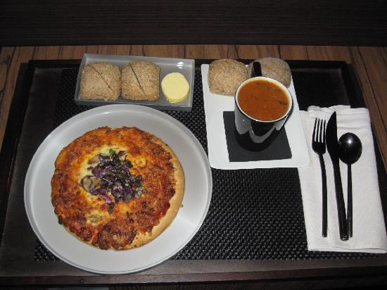 Carbon Hotel - Different Hotels : Roomservice food