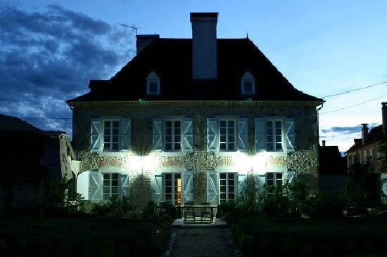 Maison de la Fontaine : House after sunset