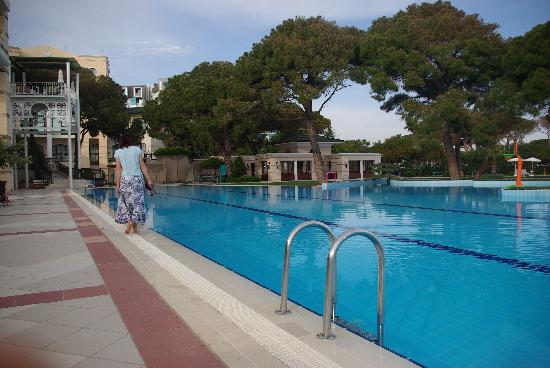 Sillyum Hotel: Une des piscines