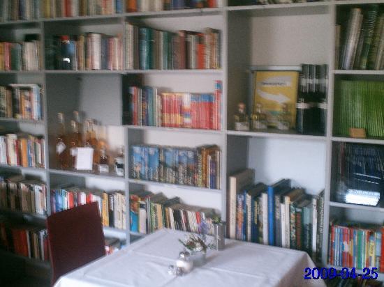 Elisabeth Hotel: Bibliothek und Frühstücksraum