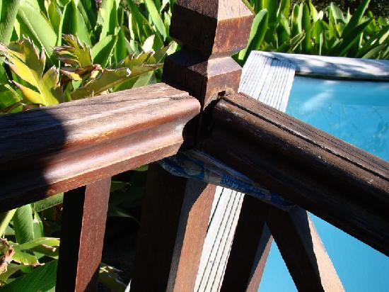 Residence Pointe Batterie: barrière qui tient avec du sctoch