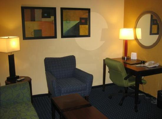 SpringHill Suites Savannah I-95 South: Desk Area