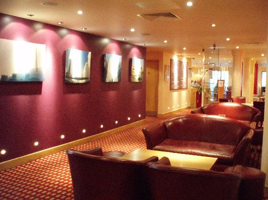 Premier Inn London Docklands (Excel) Hotel: Sitting Area
