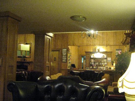 Connemara Gateway Hotel: Reception area