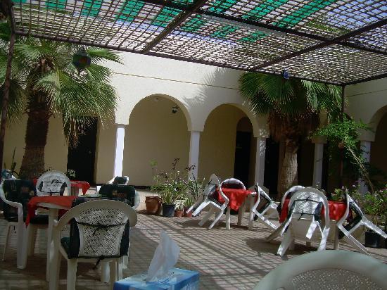Al Qabil Rest House: patio