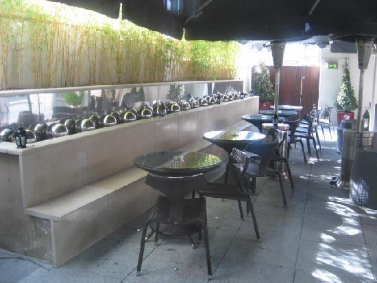 Dylan Hotel: garden out back