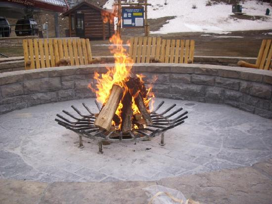 The Residences at Park Hyatt Beaver Creek: Fire pit for making Smores