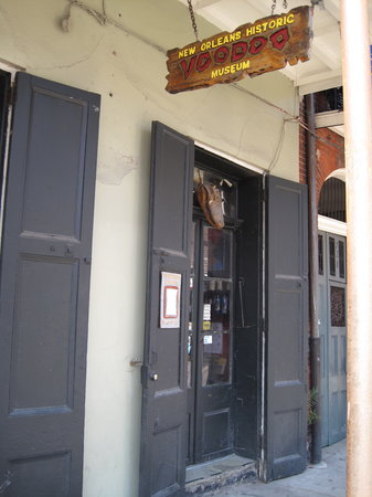 New Orleans, LA: Entrance to the Voodoo Museum