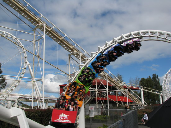 Manukau, Yeni Zelanda: Rainbows End Roller Coaster