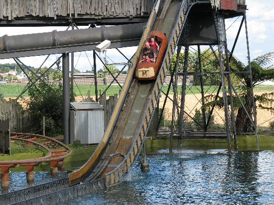 Manukau, Selandia Baru: Rainbows End Log Flume