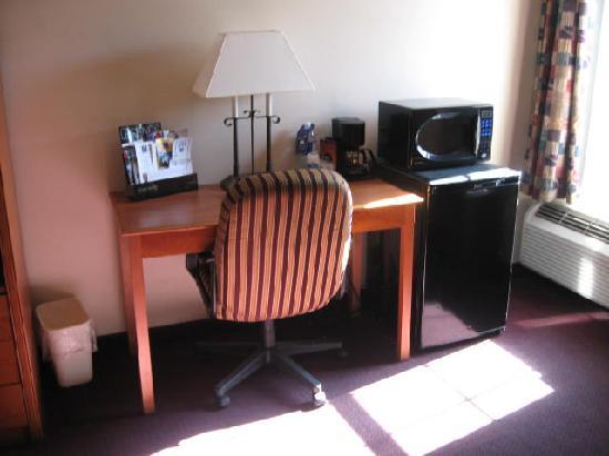 Quality Inn: work station area